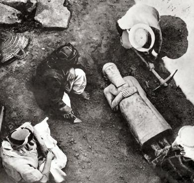 at-mari-the-unearthing-of-a-basalt-statue-of-king-ishtup-ilum-ca-2100-bce_